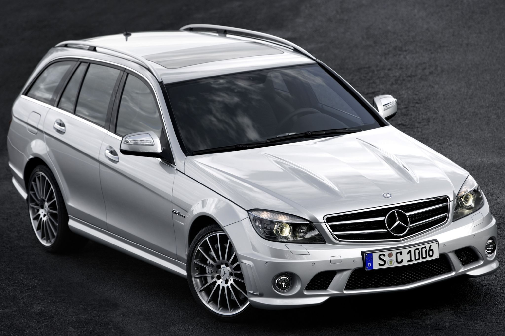 mercedes-benz_c_63_amg_estate_19