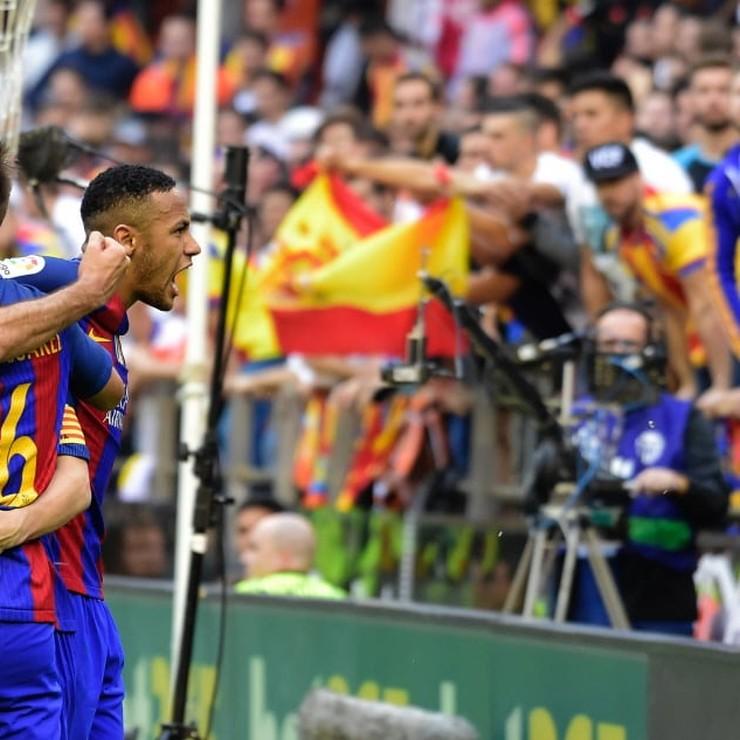 Neymar maakt ruzie met de fans van Valencia. © AFP
