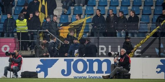 NAC-supporters druipen 25 minuten voor tijd af. © Hollandse Hoogte