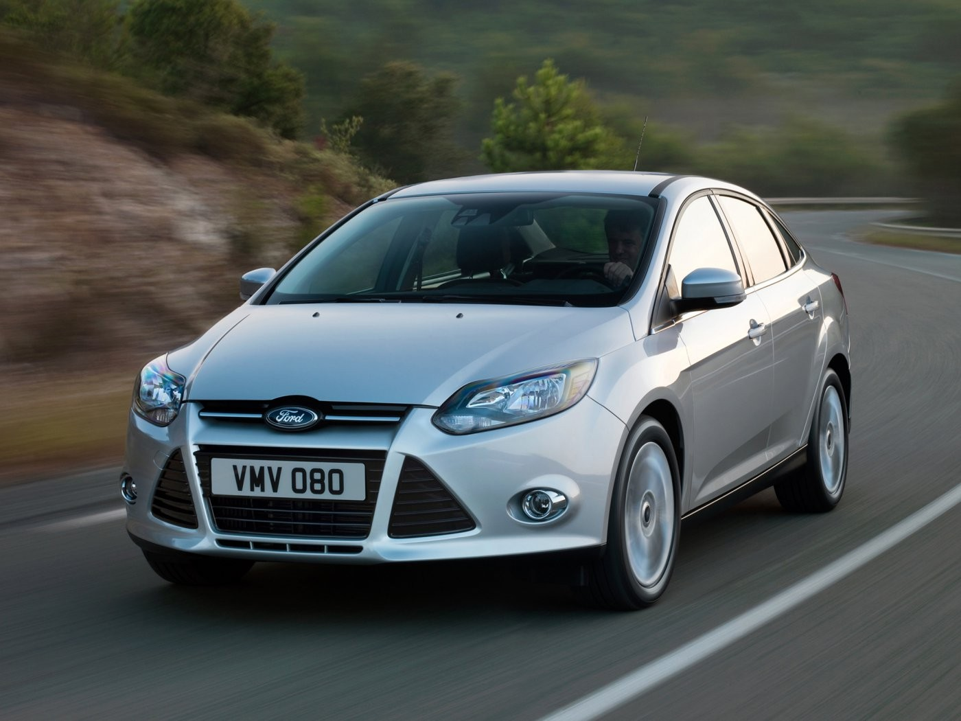 ford-focus-sedan-2011