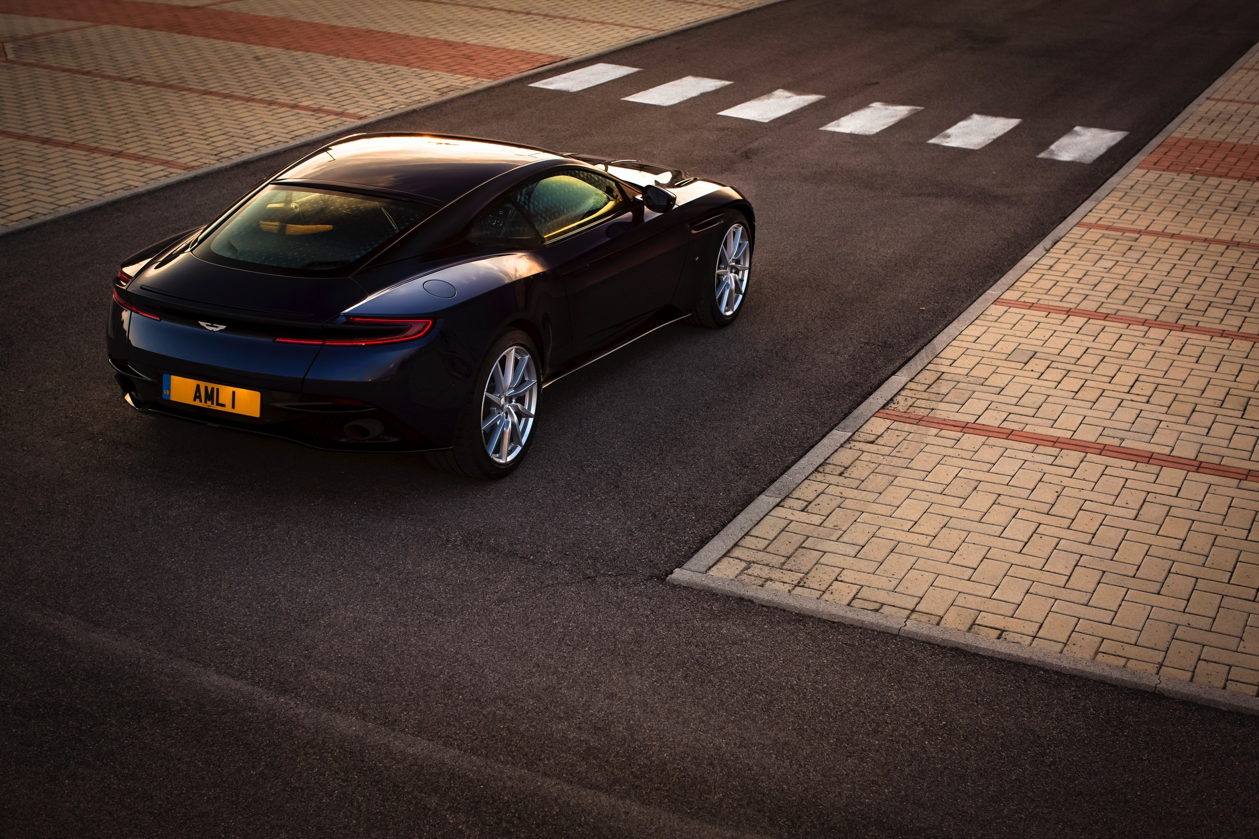 1- Aston DB11 - Autovisie Cars and Coffee XXL - Autovisie.nl