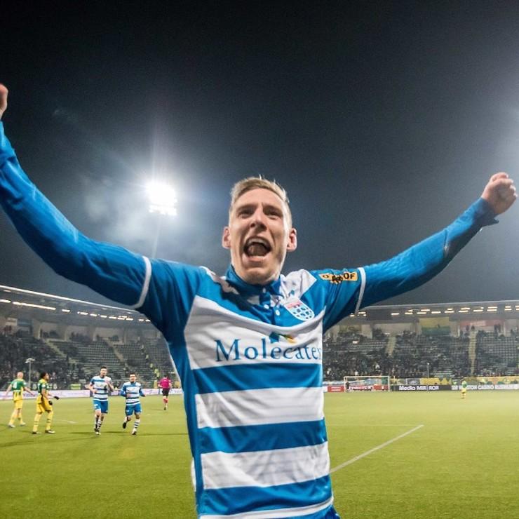 PEC-spits Nicolai Borkc-Madsen viert zijn winnende treffer. © ANP Pro Shots