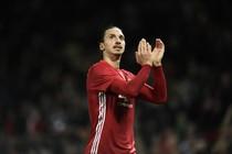 Zlatan Ibrahimovic bedankt het publiek. © AFP