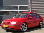Volkswagen Bora - 1.6 in het Rood