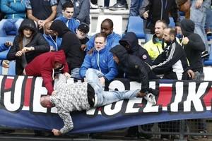 In Telesport Vandaag: verslaggever Marcel van der Kraan ziet Feyenoord uitstekend antwoord geven op Europese nederlaag, rellen op tribunes moeilijk te voorkomen en reacties van Ajax-middenvelder Lasse Schöne en FC Utrecht-trainer Erik ten Hag. © Telesport