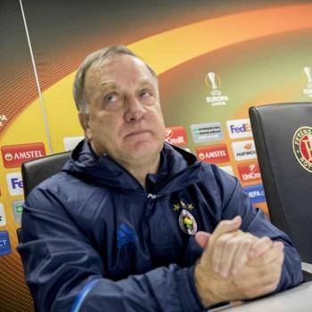 Dick Advocaat tijdens de persconferentie in Rotterdam © ANP